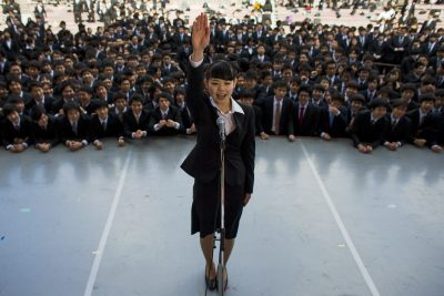 A Japanese college graduate publicly promises to do her best to find work during a Tokyo job rally, 20 February, 2015. (Photo: Reuters/Thomas Peter).