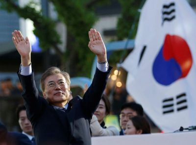 Moon Jae-in, presidential candidate of the Democratic Party of Korea, greets his supporters during his election campaign rally in Seoul (Photo: Reuters/Kim Kyung-Hoon).