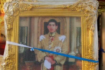 A wrapped picture of Thailand's then Crown Prince Maha Vajiralongkorn is displayed for sale at a royal memorabilia shop in Bangkok, Thailand, 29 November 2016 (Photo: Reuters/Jorge Silva).