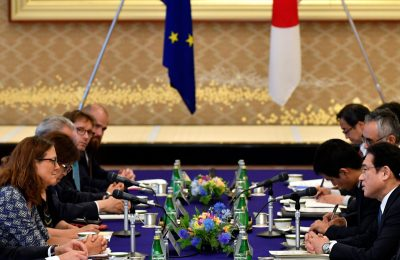 European Commissioner for Trade Cecilia Malmstrom and Japanese Foreign Minister Fumio Kishida attend their meeting as a part of the Japan–EU Economic Partnership Agreement negotiations at Iikura guest house in Tokyo, Japan 30 June 2017 (Photo: Reuters/Franck Robichon).