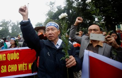 People take part in an anti-China protest to mark the 43th anniversary of the China's occupation of the Paracel Islands in the South China Sea in Hanoi, Vietnam, 19 January 2017. (Photo: Reuters/Kham).