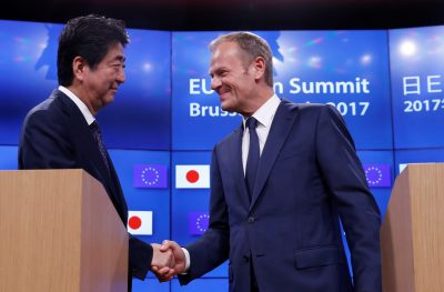 Japan's Prime Minister Shinzo Abe shakes hands with European Council President Donald Tusk at the end of a EU–Japan summit in Brussels, Belgium, 6 July 2017 (Photo: Reuters/Herman).