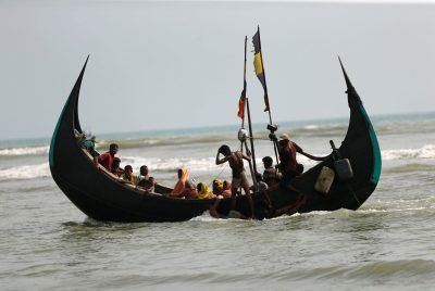Rohingya refugees arrive in Bangladesh by boat through the Bay of Bengal in Teknaf, Bangladesh, 5 September 2017 (Photo: Reuters/Mohammad Ponir Hossain).