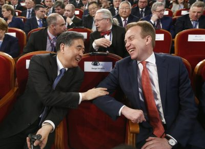 Chinese Vice Premier Wang Yang talks to Norwegian Foreign Minister Borge Brende wait before a session of the International Arctic Forum in Arkhangelsk, Russia, 30 March 2017 (Photo: Reuters/Sergei Karpukhin).