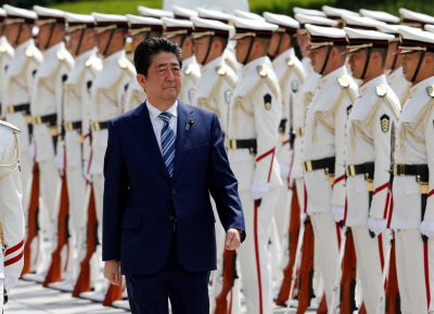 Japan's Prime Minister Shinzo Abe reviews the honour guard before a meeting with Japan Self-Defense Force's senior members at the Defense Ministry in Tokyo, Japan, 11 September 2017 (Photo: Reuters/Toru Hanai).
