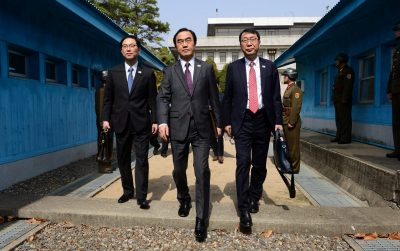 South Korean delegation led by Unification Minister Cho Myoung-gyon cross the concrete border as they leave after their meeting at the truce village of Panmunjom, North Korea, 29 March 2018 (Photo: Reuters/Yonhap).