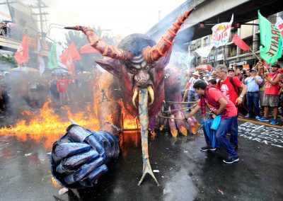 Protesters burn an effigy bearing a image of President Rodrigo Duterte during a May Day rally outside the Malacanang Presidential Palace in Manila, Philippines on 1 May 2018. (Photo: Reuters/Romeo Ranoco.)
