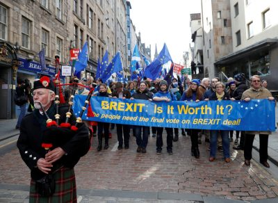 A piper leads a demonstration to demand a vote on the Brexit deal between Britain and the European Union in Edinburgh, Scotland, 24 March 2018. (Photo: Reuters/Russell Cheyne).