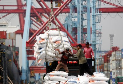 Workers help unload bags of rice from a cargo ship on to a truck at Tanjung Priok Port in Jakarta, Indonesia, 16 April 2018 (Photos: Reuters/Darren Whiteside).