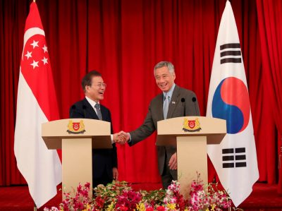 Singapore's Prime Minister Lee Hsien Loong shakes hands with South Korea's President Moon Jae-in at the Istana in Singapore, 12 July 2018 (Photo: Reuters/Ministry of Communications and Information of Singapore).
