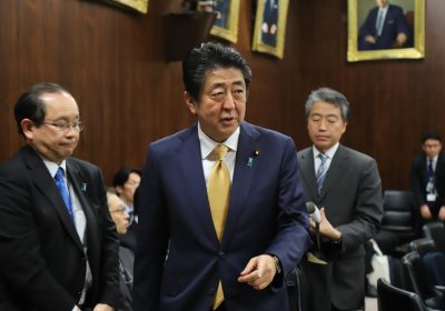 Japanese Prime Minister Shinzo Abe leaves an Upper House judicial committee session at the National Diet in Tokyo, 6 December 2018. The Abe cabinet and ruling coalition try to pass the controversial immigration bill on 7 December while opposition parties demand dismissal of the committee chairman (Photo: Reuters/Yoshio Tsunoda/AFLO).