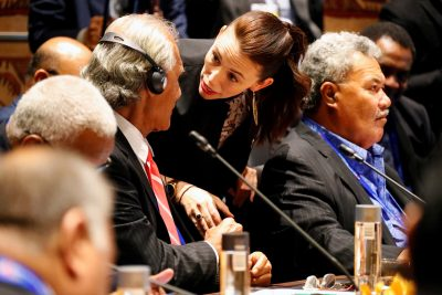 New Zealand's Prime Minister Jacinda Ardern talks to representatives of South Pacific island nations during the APEC Summit, in Port Moresby, Papua New Guinea, 17 November 2018 (Photo: Reuters/David Gray).