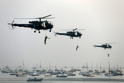 Indian Navy marine commandos demonstrate their skills during Navy Day celebrations in Mumbai, India, 4 December 2018 (Photo: Reuters/Francis Mascarenhas).