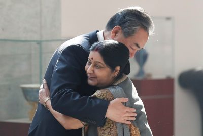 Chinese Foreign Minister Wang Yi hugs his Indian counterpart Sushma Swaraj before the start of their meeting in New Delhi, India, 21 December 2018 (Photo: Reuters/Adnan Abidi).