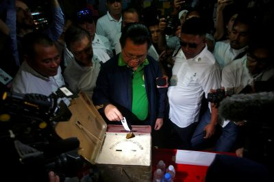 Ebrahim Murad, Chairman of the Moro Islamic Liberation Front (MILF), casts his vote during the plebiscite on the Bangsamoro Organic Law (BOL) at a voting precinct in Sultan Kudarat, Maguindanao province, Philippines, 21 January 2019 (Photo: Reuters/Marconi B Navales).