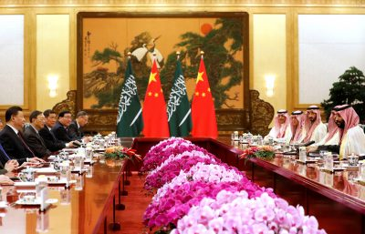 Saudi Crown Prince Mohammad Bin Salman (R) meets with Chinese President Xi Jinping (L) at the Great Hall of the People in Beijing, China, 22 February 2019 (Photo: Reuters/How Hwee Young/Pool).