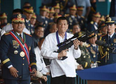 Philippine President Rodrigo Duterte holds a Galil rifle next to national police chief turned senator Ronald Bato Dela Rosa (Photo: Reuters/Dondi Tawatao).