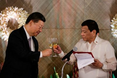 China's President Xi Jinping and Philippine President Rodrigo Duterte toast during a State Banquet at the Malacanang presidential palace in Manila, Philippines, 20 November 2018. (Photo: Mark Cristino/Reuters).