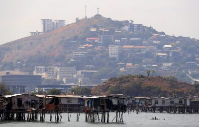 Newly constructed apartment blocks are seen behind the stilt house village called Hanuabada, located in Port Moresby Harbour, Papua New Guinea, 19 November 2018. (Photo: Reuters/David Gray).