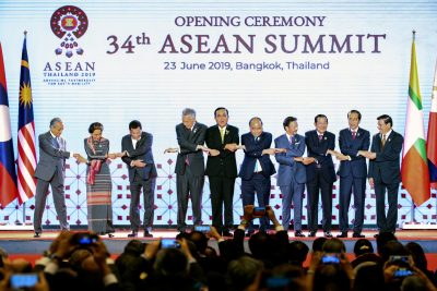 ASEAN leaders shake hands on stage during the opening ceremony of the 34th ASEAN Summit at the Athenee Hotel in Bangkok, Thailand, 23 June 2019.(Photo: Reuters/Athit Perawongmetha)