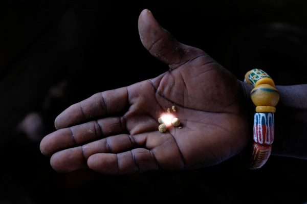 Chinese miners' illegal hunt for gold in Ghana