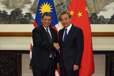 Chinese Foreign Minister Wang Yi shakes hands with Malaysian Foreign Minister Dato' Saifuddin Abdullah during the meeting at the Diaoyutai State Guesthouse, Beijing, China, 12 September 2019 (Photo: Reuters/Andrea Verdelli).