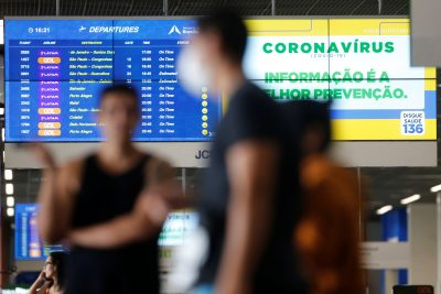 A departures board is seen at Brazilian International Airport amid the coronavirus disease (COVID-19) outbreak in Brasilia, Brazil, 25 March 2020 (Photo: Reuters/Adriano Machado).