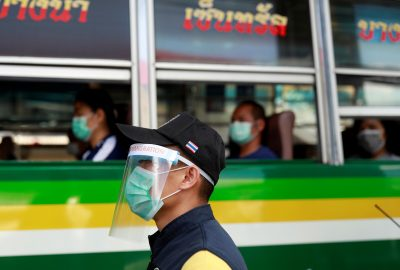 An immigration police officer wears a protective mask due to coronavirus disease (COVID-19) outbreak, at a check point in Bangkok, Thailand, 26 March 2020 (Photo: REUTERS/Soe Zeya Tun).