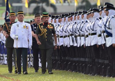 Brunei's Sultan Hassanal Bolkiah inspects an honour guard during the 34th National Day celebrations in Bandar Seri Begawan, 24 February 2018 (Reuters/Ahim Rani).