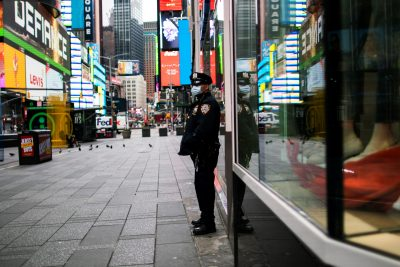 A New York Police officer stands guard in an almost empty Times Square during the outbreak of the coronavirus disease (COVID-19) in New York City, United States, 31 March, 2020 (Photo: Reuters/Munoz).
