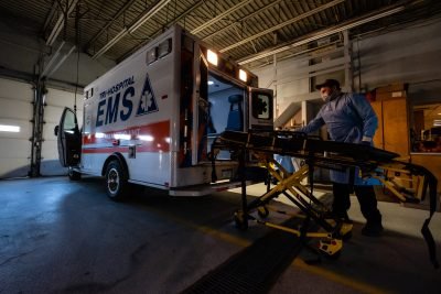 Tri-Hospital EMS Paramedic Jason Burdeaux disinfects a stretcher behind an ambulance in the Tri-Hospital EMS garage in Port Huron, Michigan, United States, 3 April 2020 (Photo: Reuters/ Brian Wells).
