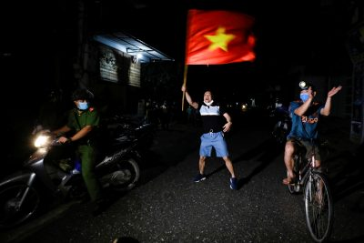 Residents celebrate after authorities lifted the quarantine in Dong Cuu village, the last Vietnamese quarantined village affected by the coronavirus disease (COVID-19), outside Hanoi, Vietnam 14 May, 2020 (Photo: Reuters/Kham).