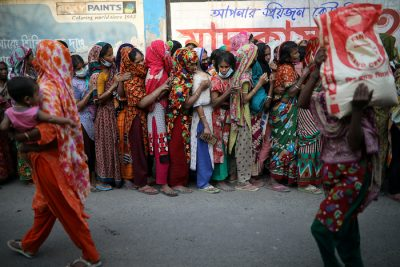 Women stand in a queue to receive relief supplies provided by local community amid the coronavirus disease (COVID-19) outbreak in Dhaka, Bangladesh, 1 April, 2020 (Photo: Reuters/Mohammad Ponir Hossain).