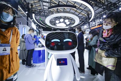 People take photos of a Baidu Robot, nicknamed 'Xiao Du' at the 2020 World Internet Conference and the Light of the Internet Expo in Wuzhen town, Jiaxing city, east China's Zhejiang province, 22 November, 2020 (Photo: Reuters).