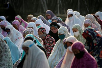Indonesian Muslim women offer Eid al-Adha prayers on the street in Jakarta, during the outbreak of the coronavirus disease (COVID-19) in Indonesia, 31 July, 2020 (Photo: Reuters/Willy Kurniawan).