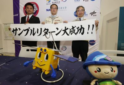 (R to L) Makoto Yoshikawa , a Hayabusa2 project team mission manager of Japan Aerospace Exploration Agency (JAXA), Yuichi Tsuda , a Hayabusa2 project manager and Tomohiro Usui, the Institute of Space and Astronautical Science (ISAS), Department of Solar System Sciences Professor pose for photo after attending a press conference at JAXA's facility in Sagamihara, Kanagawa Prefecture on 6 December 2020. The capsule, believed to contain samples of sand and stone from the asteroid Ryugu that is located about 220,000 kilometers from Earth and separated from the probe Hayabusa 2, arrived at the facility on the same day (Photo: Reuters/The Yomiuri Shimbun).