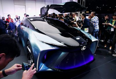 People look and take photos of Lexus' new LF-30 electric vehicle concept car as it is unveiled at the Tokyo Motor Show, in Tokyo, Japan, 23 October, 2019 (Photo: Reuters/Edgar Su).