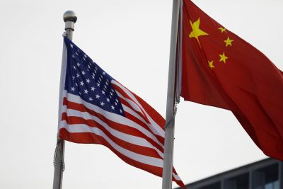 Chinese and US flags fly outside the building of an American company in Beijing, China January 21, 2021 (Photo: Reuters / Tingshu Wang).