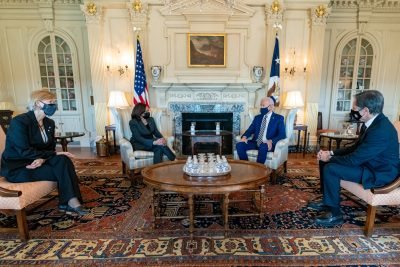 Secretary of State Blinken (r) meets with President Biden (2nd r), Vice President Harris (2nd l), and national security advisers on 4 February 2021 in Washington (Photo: Reuters).