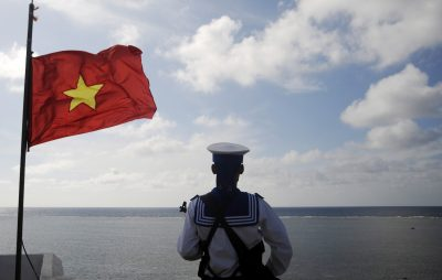 A Vietnamese naval soldier stands quard at Thuyen Chai island in the Spratly archipelago, 17 January 2013 (Photo: Reuters/Quang Le).