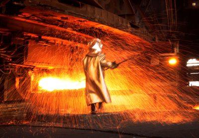 Pekerja pengolahan nikel, Sulawesi, Indonesia, 8 Januari 2014 (Foto: Reuters / Yusuf Ahmed).