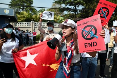 Demonstrators protest in front of Russian embassy against the military coup and demand for the release of elected leader Aung San Suu Kyi, in Yangon, Myanmar, 12 February, 2021 (Photo: Reuters/Stringer).