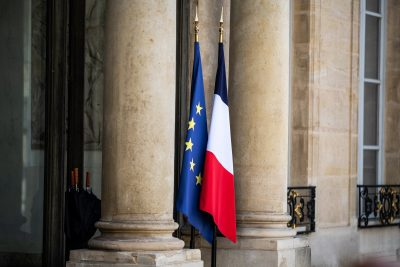 Arrival of Heads of State and Government and heads of international organizations participating in the Summit on Financing African Economies.  A French flag and a European flag at the entrance to the Elysee Palace, Paris, France, May 17, 2021 (Photo: Reuters / Xose Bouzas / Hans Lucas).