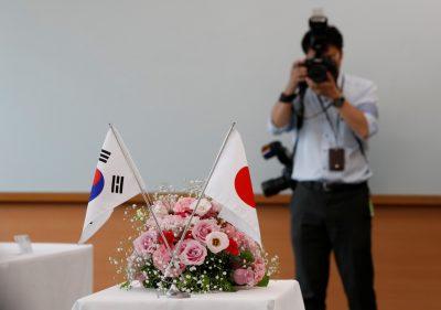韓国と日本の国旗が2019年7月31日、日本の東京に展示されている(写真:ロイター/金ギョンフン)。