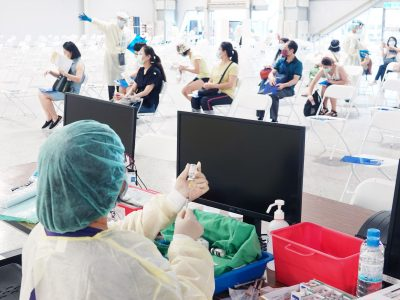A medical staff works at the Flower Museum where people get COVID-19 vaccination in Taipei, Taiwan, 28 July 2021. (Photo: Reuters).