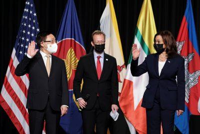 La vicepresidenta de EE. UU., Kamala Harris, asiste al lanzamiento oficial de la oficina regional de los CDC para el sudeste asiático en Hanoi, Vietnam, el 25 de agosto de 2021 (a través de REUTERS / Evelyn Hockstein / Pool)