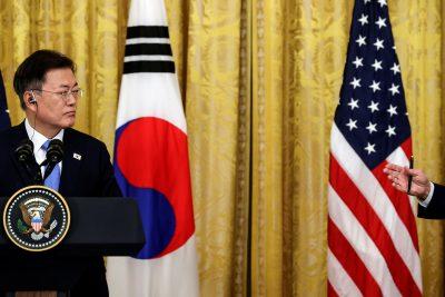 문재인 대통령이 2021년 5월 21일 워싱턴 백악관에서 조 바이든 미국 대통령과의 공동기자회견을 하고 있다(Photo: Writers/Jonathan Ernst).