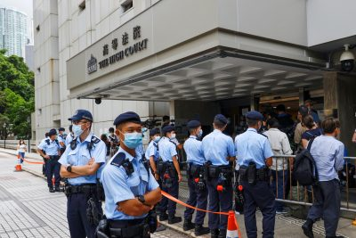 Police stand guard outside the High Court during the court hearing of Tong Ying-kit, the first person charged under a new national security law, in Hong Kong, China on July 30, 2021 ( Photo: Reuters / Tyrone Siu).