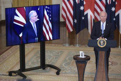 El presidente Joe Biden pronuncia comentarios sobre una iniciativa de seguridad nacional el 15 de septiembre de 2021 en Washington, DC, acompañado virtualmente por el primer ministro Scott Morrison de Australia (Foto: Oliver Contreras / Pool / ABACAPRESS.COM a través de Reuters).